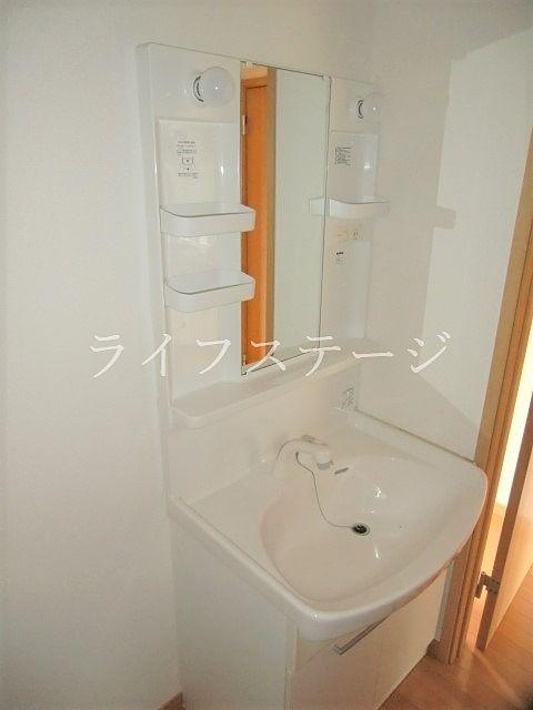 独立洗面化粧台でもちろんシャワー付き