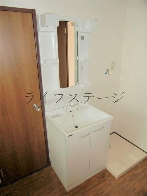 独立洗面にシャワー付き